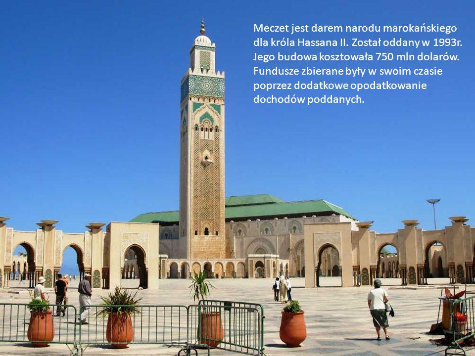 Do świątyni przylega minaret o wysokości 210 metrów, co czyni go najwyższym minaretem na świecie i najwyższą budowlą w Maroku. Jest najnowocześniejszy