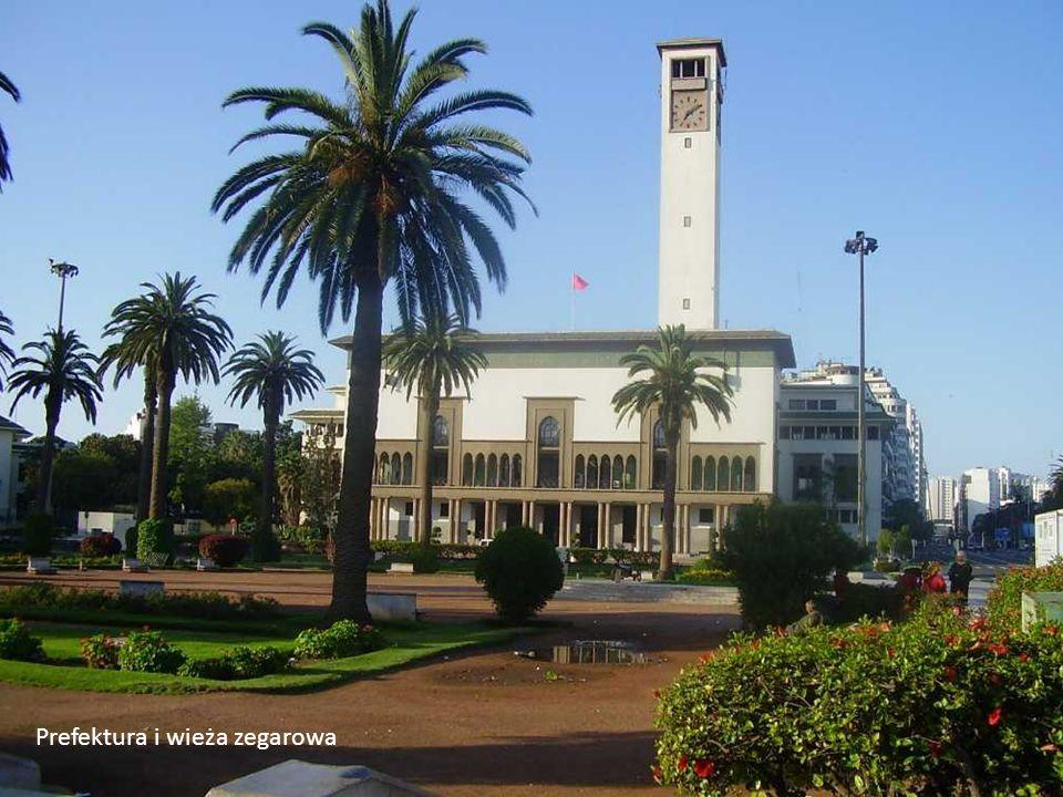 Casablanca to miasto z mieszanką arabskiej i francuskiej architektury. Szerokie bulwary obsadzone palmami, parki, fontanny i wspaniałe budynki użytecz