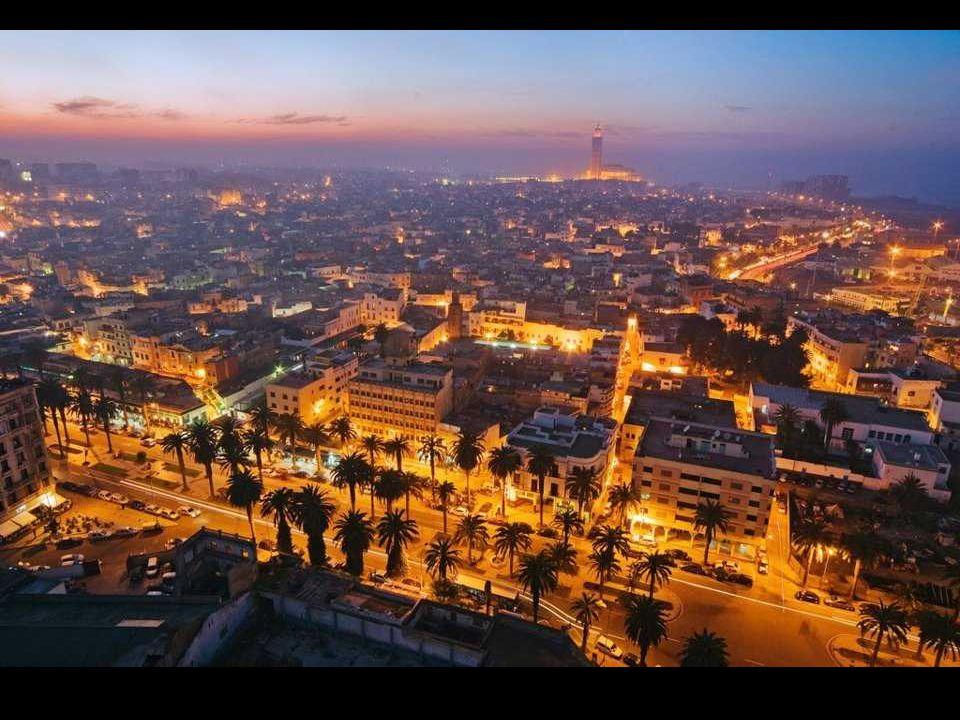 Innym obiektem, które oddaje arabski charakter tego filmowego miasta, jest marabut Sidi Abderrahmane położony na małej wyspie tuż u brzegów Casablanki