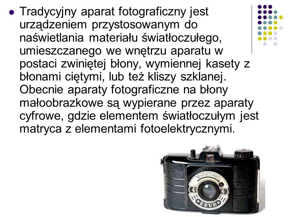 Tradycyjny aparat fotograficzny jest urządzeniem przystosowanym do naświetlania materiału światłoczułego, umieszczanego we wnętrzu aparatu w postaci zwiniętej błony, wymiennej kasety z błonami ciętymi, lub też kliszy szklanej.