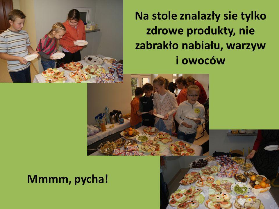 Na stole znalazły sie tylko zdrowe produkty, nie zabrakło nabiału, warzyw i owoców Mmmm, pycha!