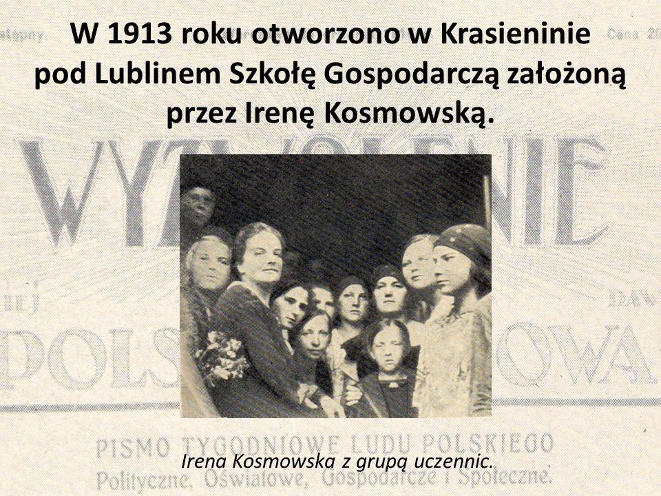 W 1913 roku otworzono w Krasieninie pod Lublinem Szkołę Gospodarczą założoną przez Irenę Kosmowską. Irena Kosmowska z grupą uczennic.