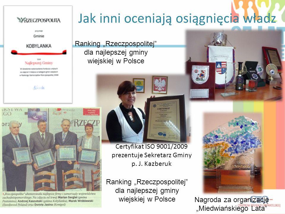 """Jak inni oceniają osiągnięcia władz Certyfikat ISO 9001/2009 prezentuje Sekretarz Gminy p. J. Kazberuk Ranking """"Rzeczpospolitej"""" dla najlepszej gminy"""