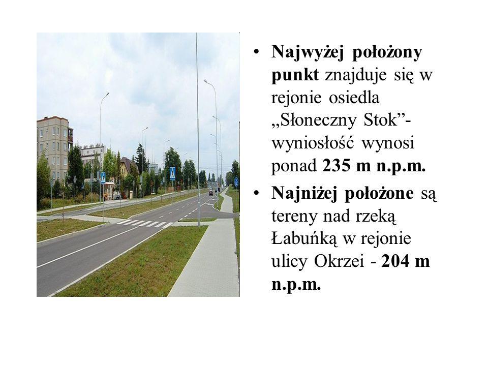 Odległość między obu krańcami miasta / wschód-zachód / wynosi 8 km.
