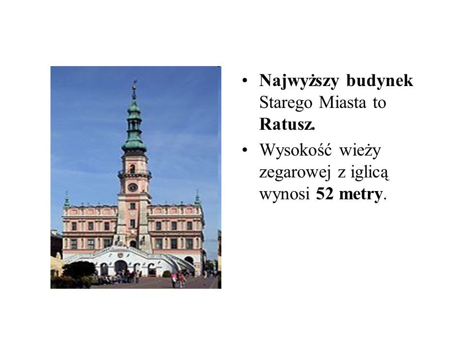 Najwyższy budynek Starego Miasta to Ratusz. Wysokość wieży zegarowej z iglicą wynosi 52 metry.