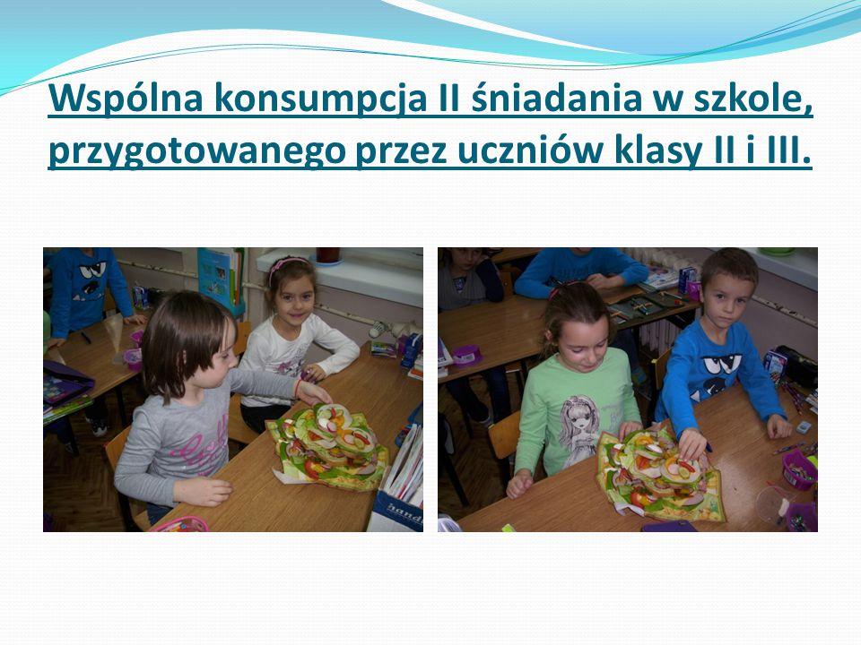 Wspólna konsumpcja II śniadania w szkole, przygotowanego przez uczniów klasy II i III.