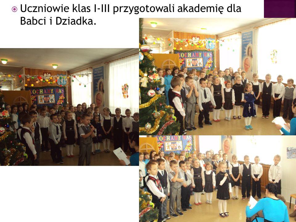  Uczniowie klas I-III przygotowali akademię dla Babci i Dziadka.