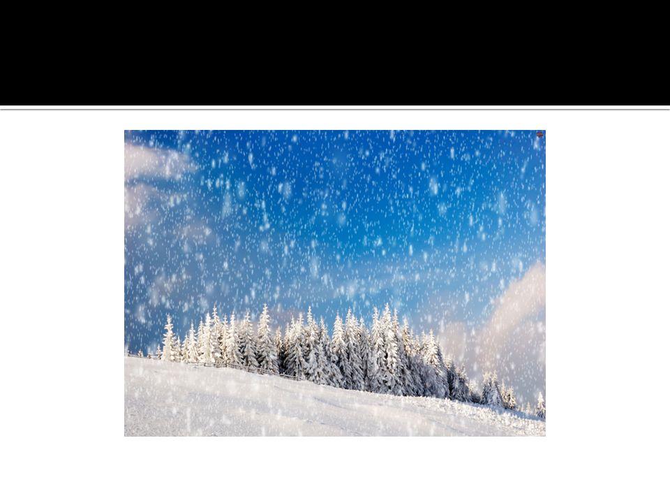 Śnieg powstaje, gdy w chmurach para wodna krystalizuje, tworząc kryształy lodu.
