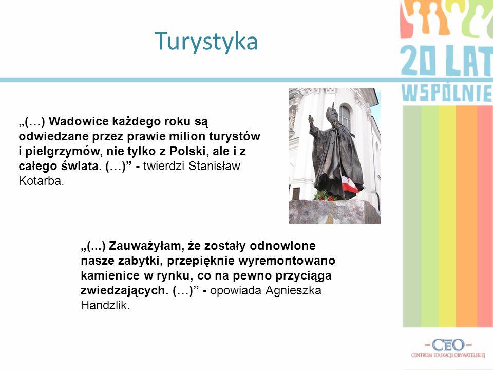 """Turystyka """"(…) Wadowice każdego roku są odwiedzane przez prawie milion turystów i pielgrzymów, nie tylko z Polski, ale i z całego świata."""