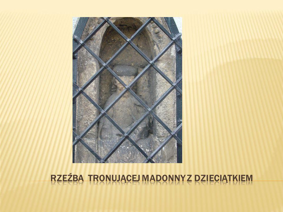 Sufit jest typowy dla stylu gotyckiego oraz dla czasów powstania kościoła.