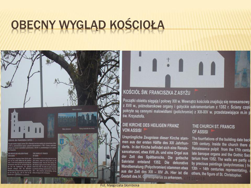 Kościół przebudowany został w XIV i XV wieku.