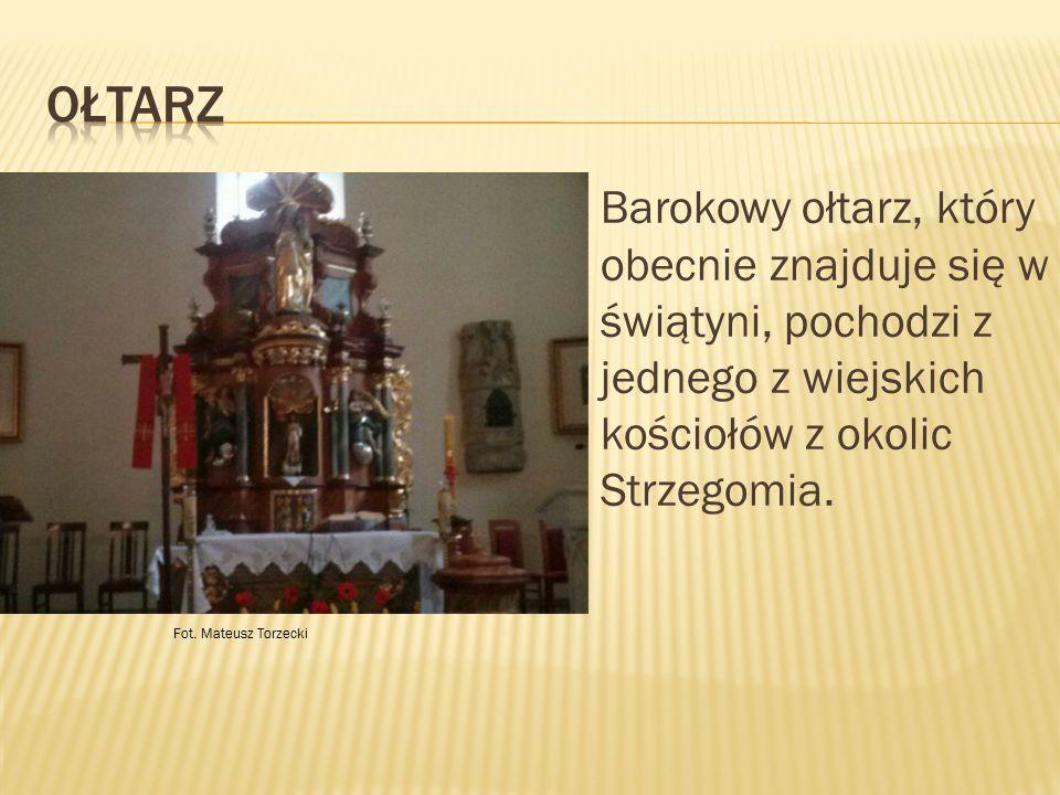 Barokowy ołtarz, który obecnie znajduje się w świątyni, pochodzi z jednego z wiejskich kościołów z okolic Strzegomia. Fot. Mateusz Torzecki