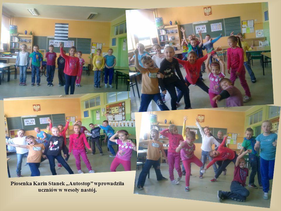 """W październiku 2014 roku nasza szkoła gościła grupę """"Motylków"""" z Przedszkola nr 140. Maluchy zostały serdecznie przyjęte przez uczniów klasy 2a. Stars"""