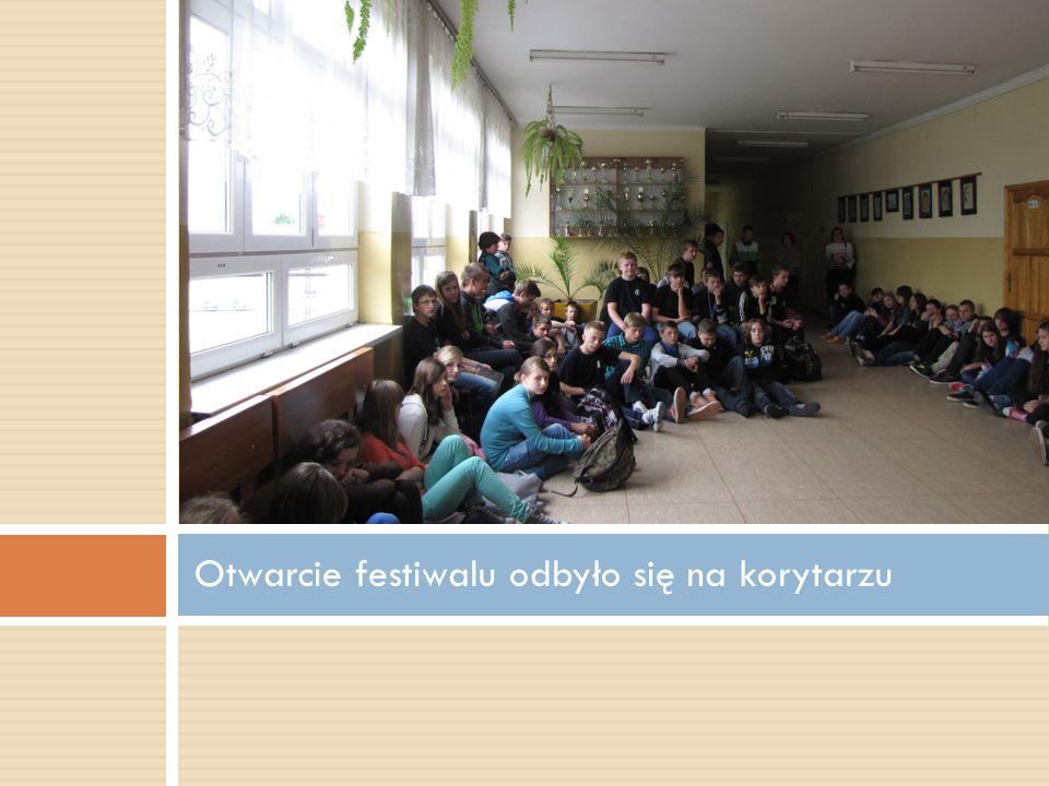 Otwarcie festiwalu odbyło się na korytarzu
