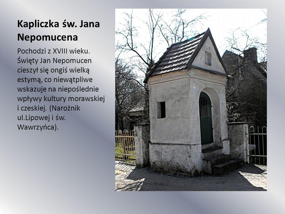 Kapliczka św. Jana Nepomucena Pochodzi z XVIII wieku. Święty Jan Nepomucen cieszył się ongiś wielką estymą, co niewątpliwe wskazuje na niepoślednie wp