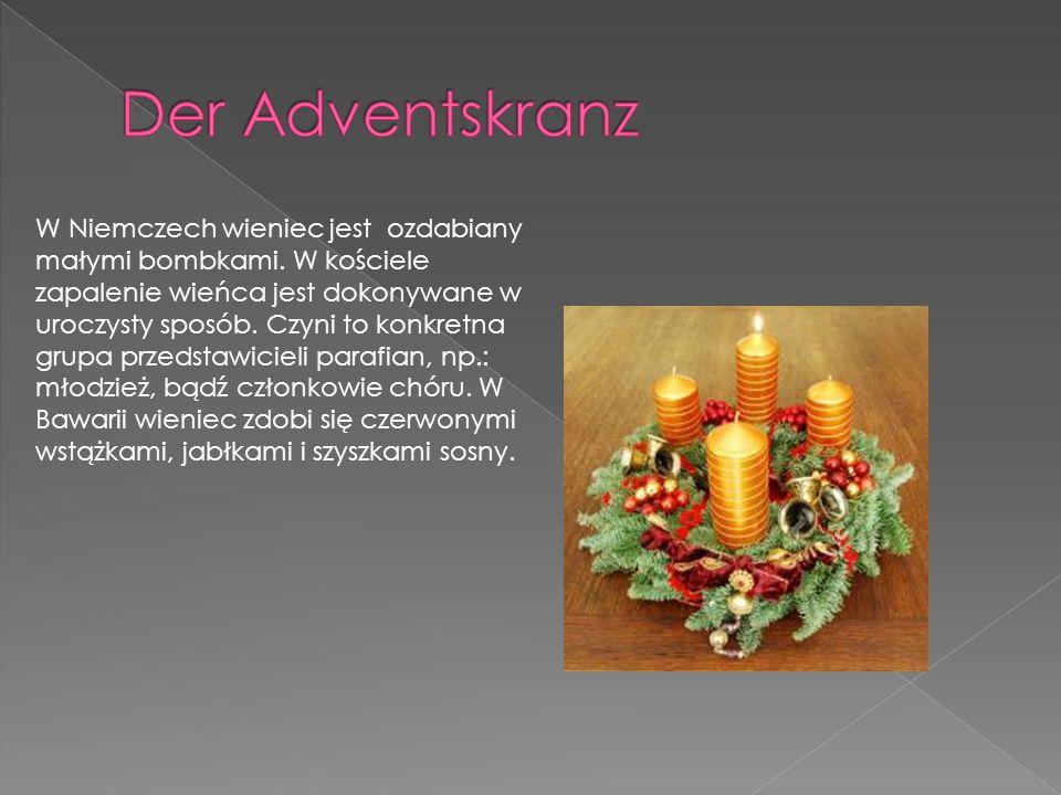 W Niemczech wieniec jest ozdabiany małymi bombkami. W kościele zapalenie wieńca jest dokonywane w uroczysty sposób. Czyni to konkretna grupa przedstaw