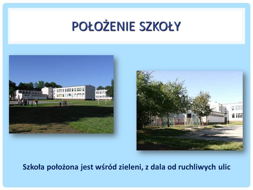 POŁOŻENIE SZKOŁY Szkoła położona jest wśród zieleni, z dala od ruchliwych ulic