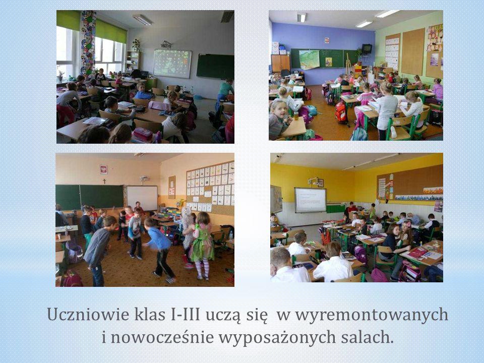 Uczniowie klas I-III uczą się w wyremontowanych i nowocześnie wyposażonych salach.