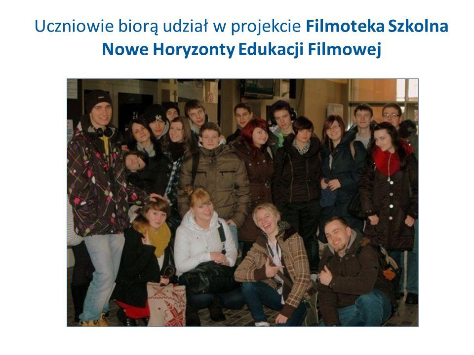 Uczniowie biorą udział w projekcie Filmoteka Szkolna Nowe Horyzonty Edukacji Filmowej