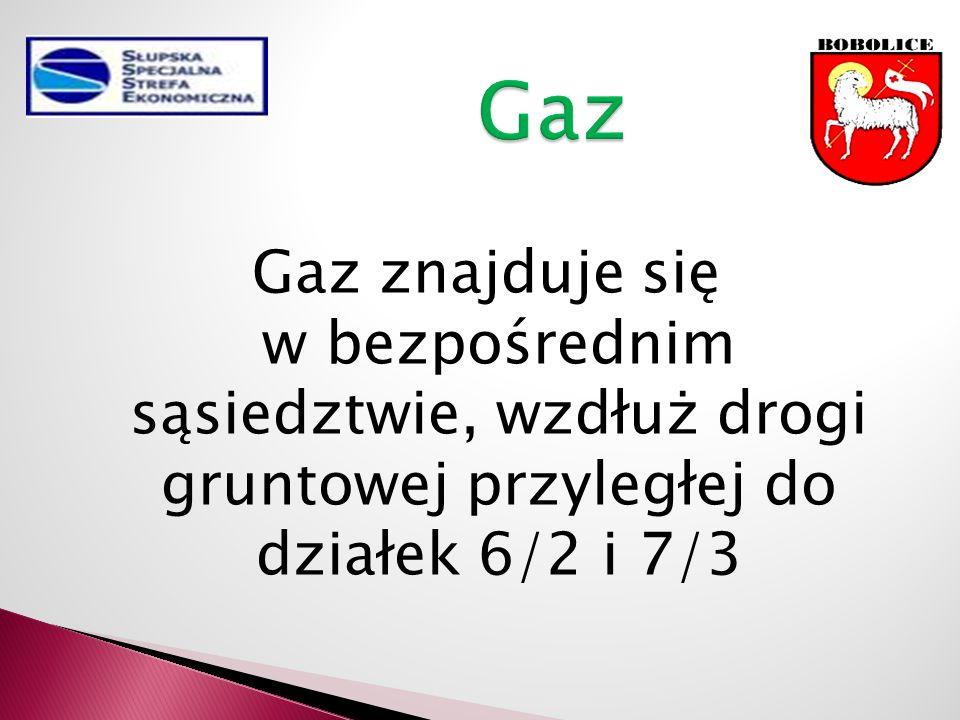 Gaz znajduje się w bezpośrednim sąsiedztwie, wzdłuż drogi gruntowej przyległej do działek 6/2 i 7/3