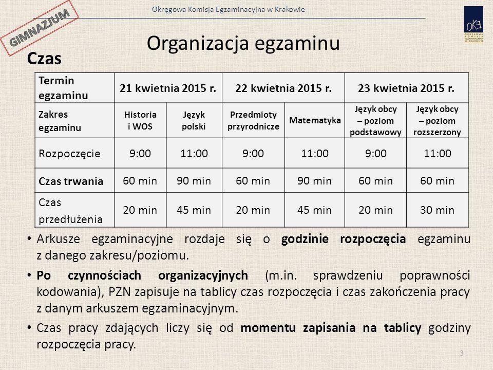 Okręgowa Komisja Egzaminacyjna w Krakowie 14 Kompletowanie materiałów egzaminacyjnych przez PSZE W szkolnej dokumentacji sprawdzianu/egzaminu pozostają: a)Protokoły przebiegu sprawdzianu/egzaminu z poszczególnych sal, b)Listy obecności z poszczególnych sal egzaminacyjnych, c)oryginał wykazu zawartości przesyłki z materiałami egzaminacyjnymi dostarczonej przez dystrybutora, d)kopia decyzji o przerwaniu i unieważnieniu sprawdzianu/danej części sprawdzianu albo zakresu/poziomu egzaminu ucznia, e)Zbiorczy protokół przebiegu sprawdzianu/egzaminu, f)kopia Arkusza obserwacji, g)podpisane przez rodziców wydruki danych uczniów (dane należało wydrukować z serwisu Wydruk uczniów w serwisie Edycja danych), h)powołanie zastępcy PSZE oraz członków szkolnego zespołu egzaminacyjnego i ich oświadczenia w sprawie zabezpieczenia i ochrony materiałów egzaminacyjnych przed nieuprawnionym ujawnieniem, i)upoważnienia do odbioru materiałów egzaminacyjnych od dystrybutora.