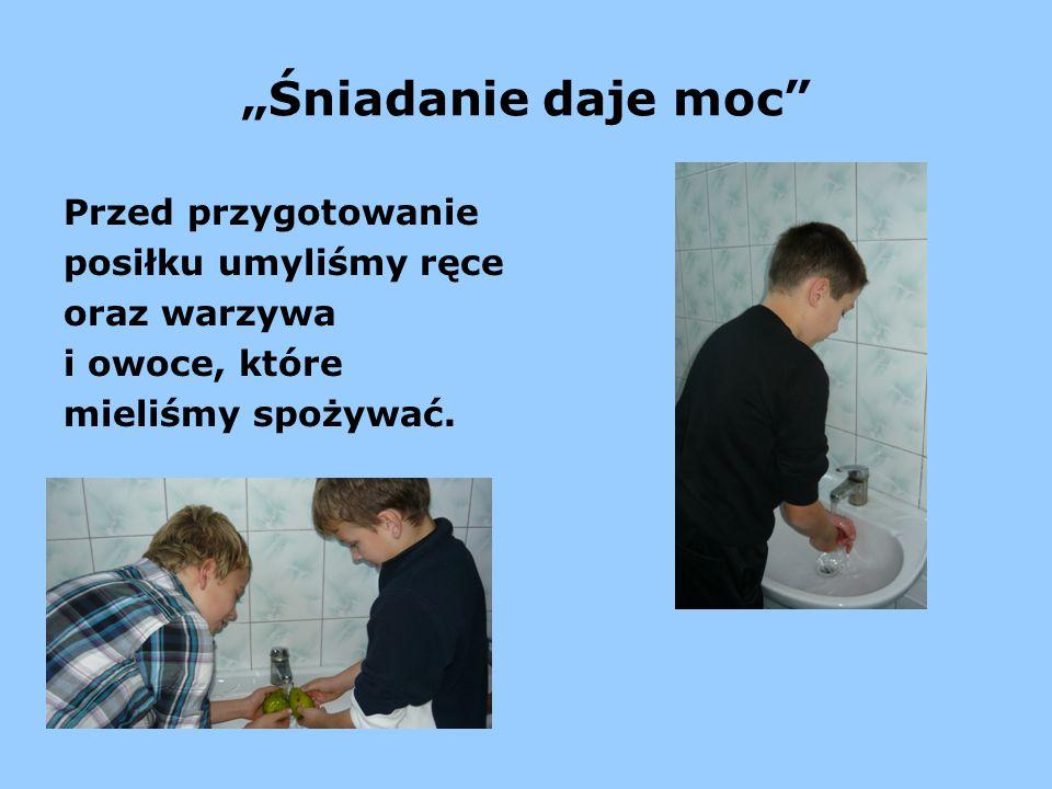 """""""Śniadanie daje moc Przed przygotowanie posiłku umyliśmy ręce oraz warzywa i owoce, które mieliśmy spożywać."""