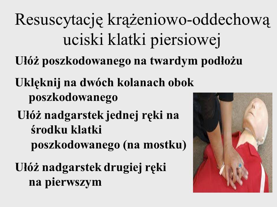 Resuscytację krążeniowo-oddechową uciski klatki piersiowej Uklęknij na dwóch kolanach obok poszkodowanego Ułóż nadgarstek jednej ręki na środku klatki