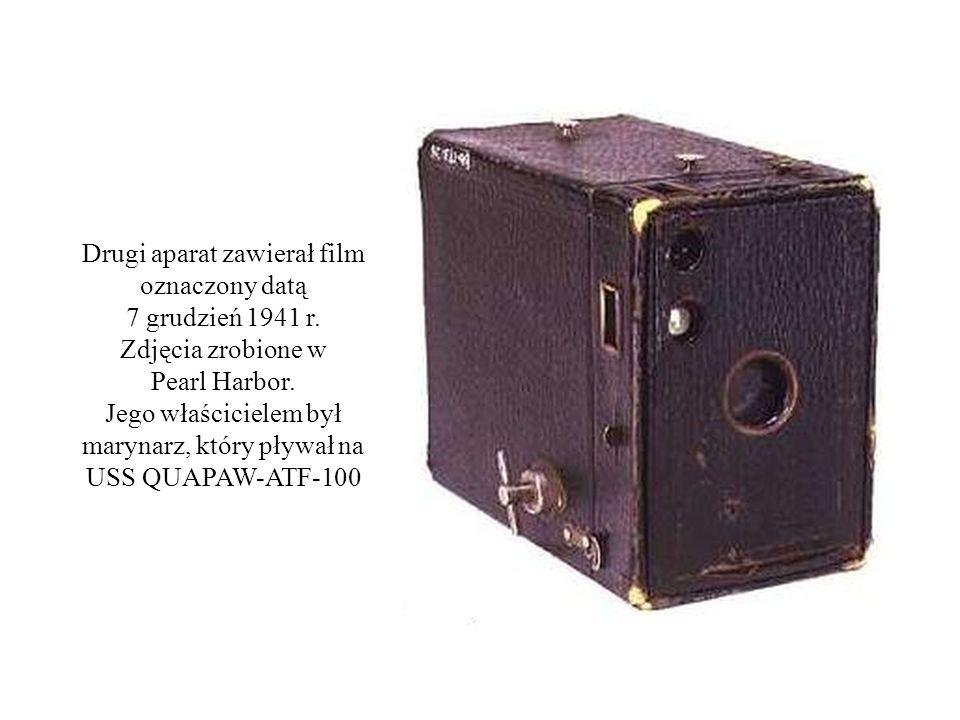Drugi aparat zawierał film oznaczony datą 7 grudzień 1941 r. Zdjęcia zrobione w Pearl Harbor. Jego właścicielem był marynarz, który pływał na USS QUAP