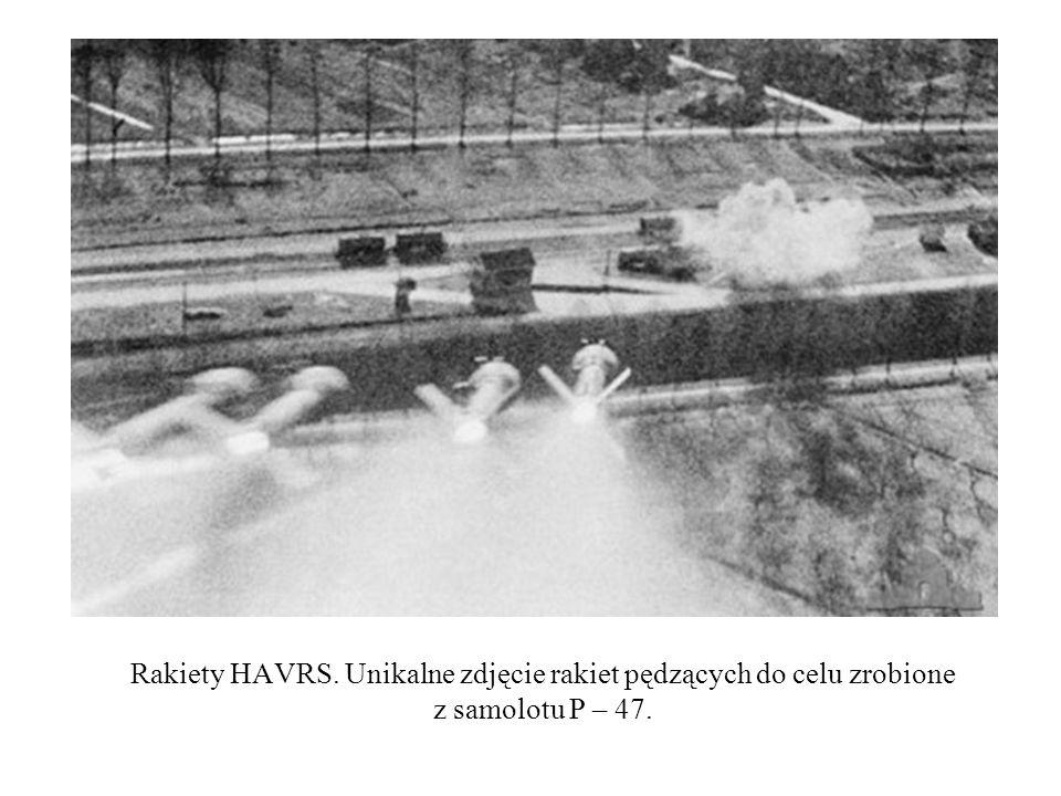 Rakiety HAVRS. Unikalne zdjęcie rakiet pędzących do celu zrobione z samolotu P – 47.