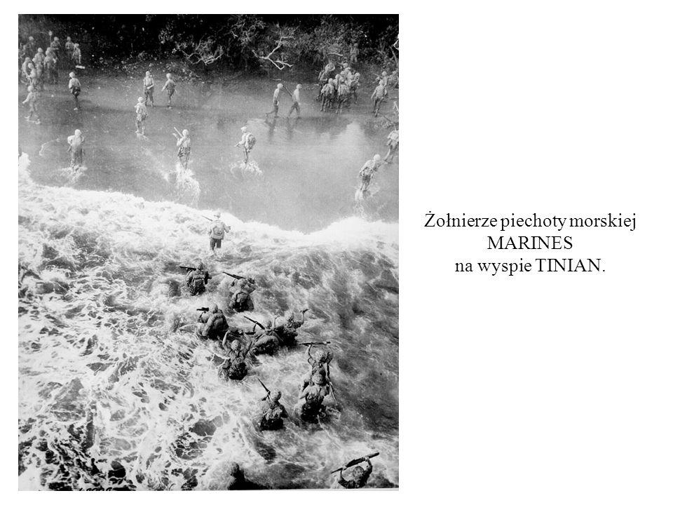 Żołnierze piechoty morskiej MARINES na wyspie TINIAN.
