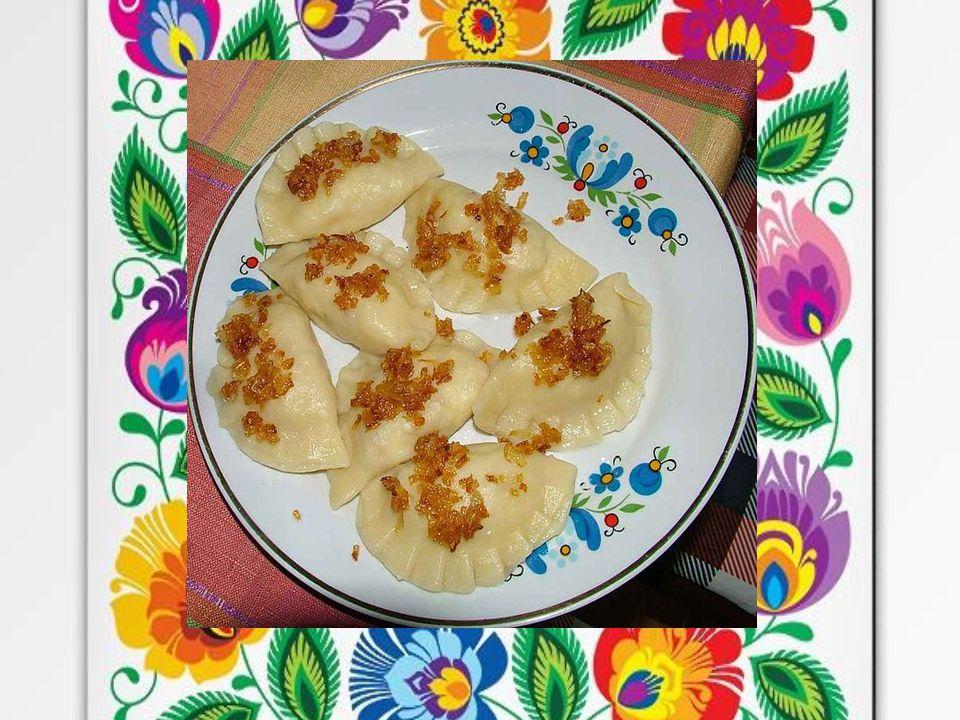GO ŁĄ BKI T o potrawa półmięsna z farszu zawiniętego w rolki z liści białej kapusty.