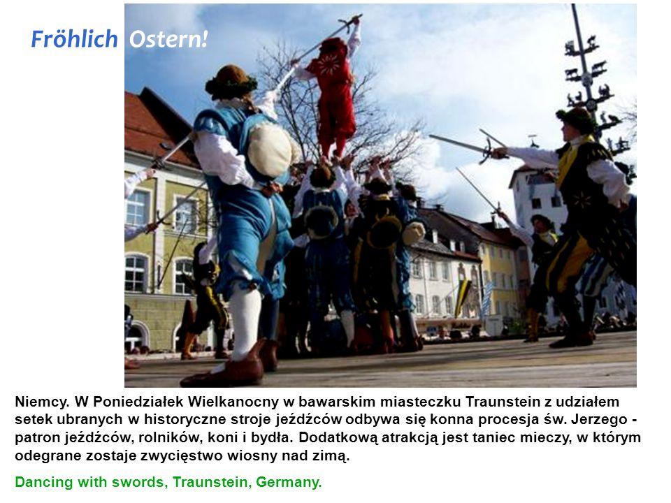 Niemcy. W Poniedziałek Wielkanocny w bawarskim miasteczku Traunstein z udziałem setek ubranych w historyczne stroje jeźdźców odbywa się konna procesja