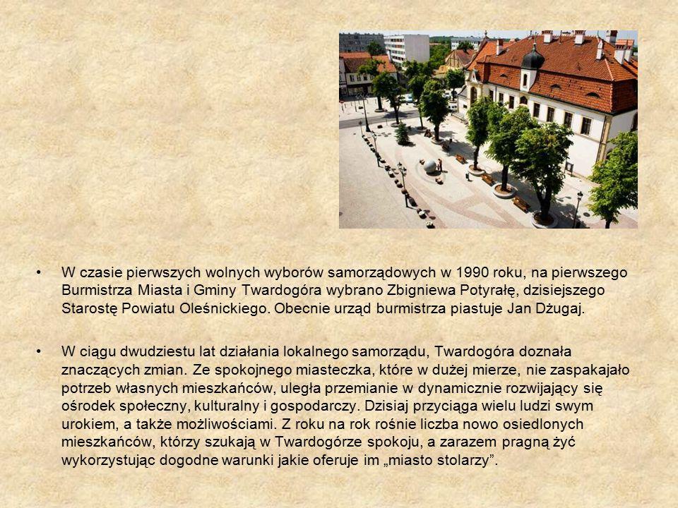 W czasie pierwszych wolnych wyborów samorządowych w 1990 roku, na pierwszego Burmistrza Miasta i Gminy Twardogóra wybrano Zbigniewa Potyrałę, dzisiejszego Starostę Powiatu Oleśnickiego.