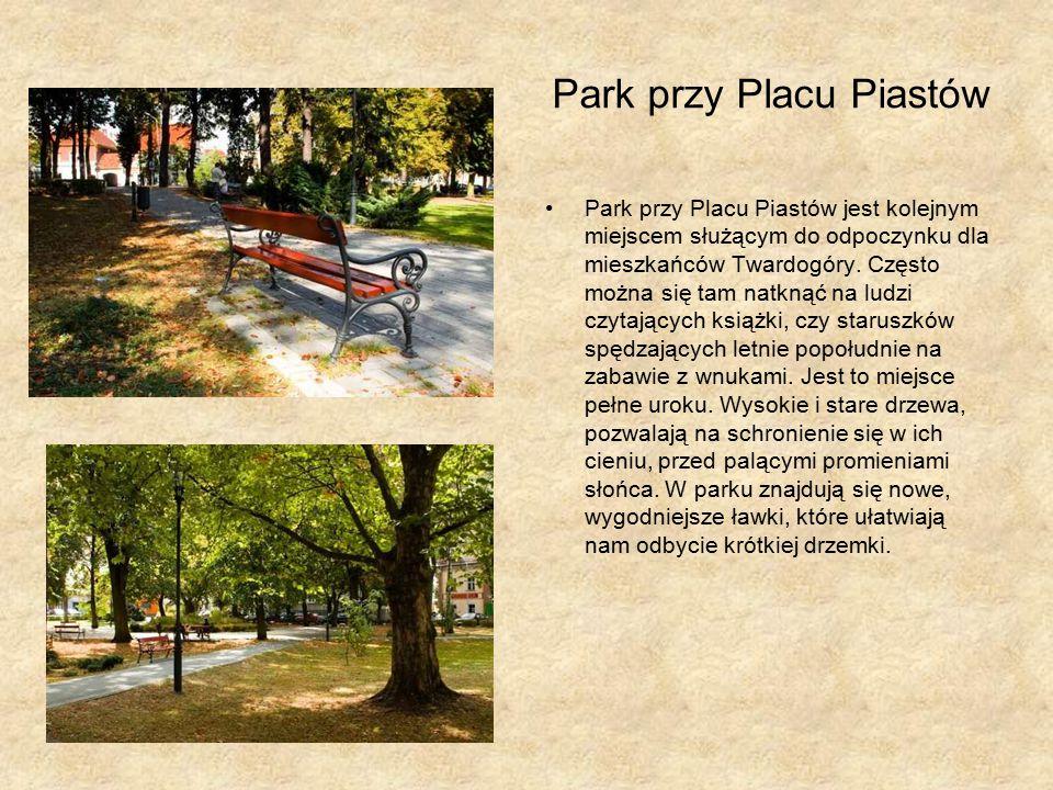 Park przy Placu Piastów Park przy Placu Piastów jest kolejnym miejscem służącym do odpoczynku dla mieszkańców Twardogóry.