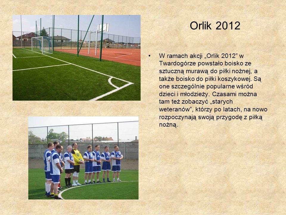 """Orlik 2012 W ramach akcji """"Orlik 2012 w Twardogórze powstało boisko ze sztuczną murawą do piłki nożnej, a także boisko do piłki koszykowej."""