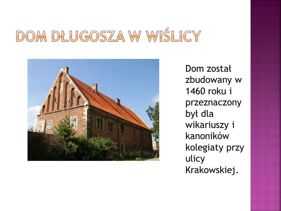 Dom został zbudowany w 1460 roku i przeznaczony był dla wikariuszy i kanoników kolegiaty przy ulicy Krakowskiej.