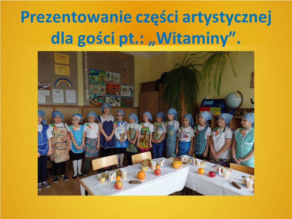 """Prezentowanie części artystycznej dla gości pt.: """"Witaminy""""."""