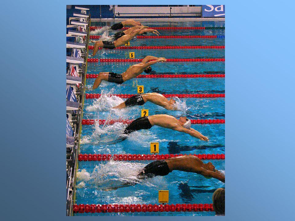 Poślizg na grzbiecie z odbicia od ściany basenu – naprzemianstronne ruchy nóg.