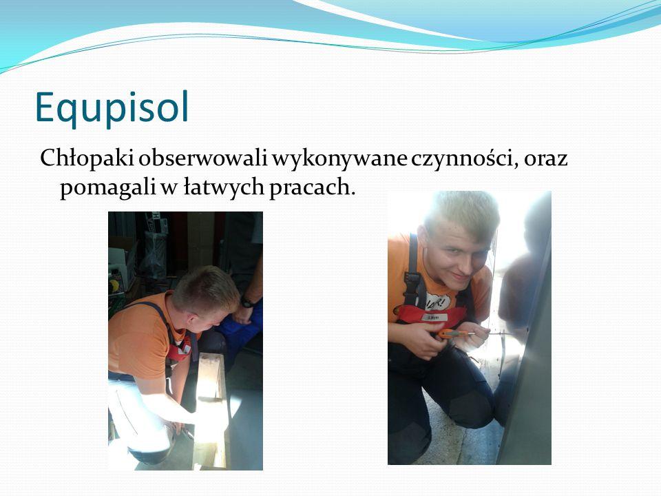 Equpisol Chłopaki obserwowali wykonywane czynności, oraz pomagali w łatwych pracach.