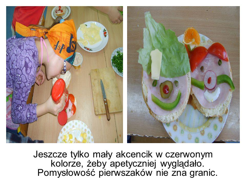 """Uczniowie realizowali swoje """" śniadaniowe pomysły: buźki, myszki, postacie z bajek."""