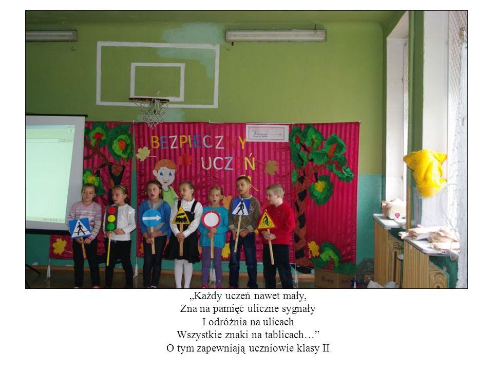 """""""Każdy uczeń nawet mały, Zna na pamięć uliczne sygnały I odróżnia na ulicach Wszystkie znaki na tablicach…"""" O tym zapewniają uczniowie klasy II"""