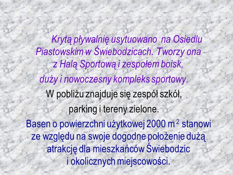 Krytą pływalnię usytuowano na Osiedlu Piastowskim w Świebodzicach.