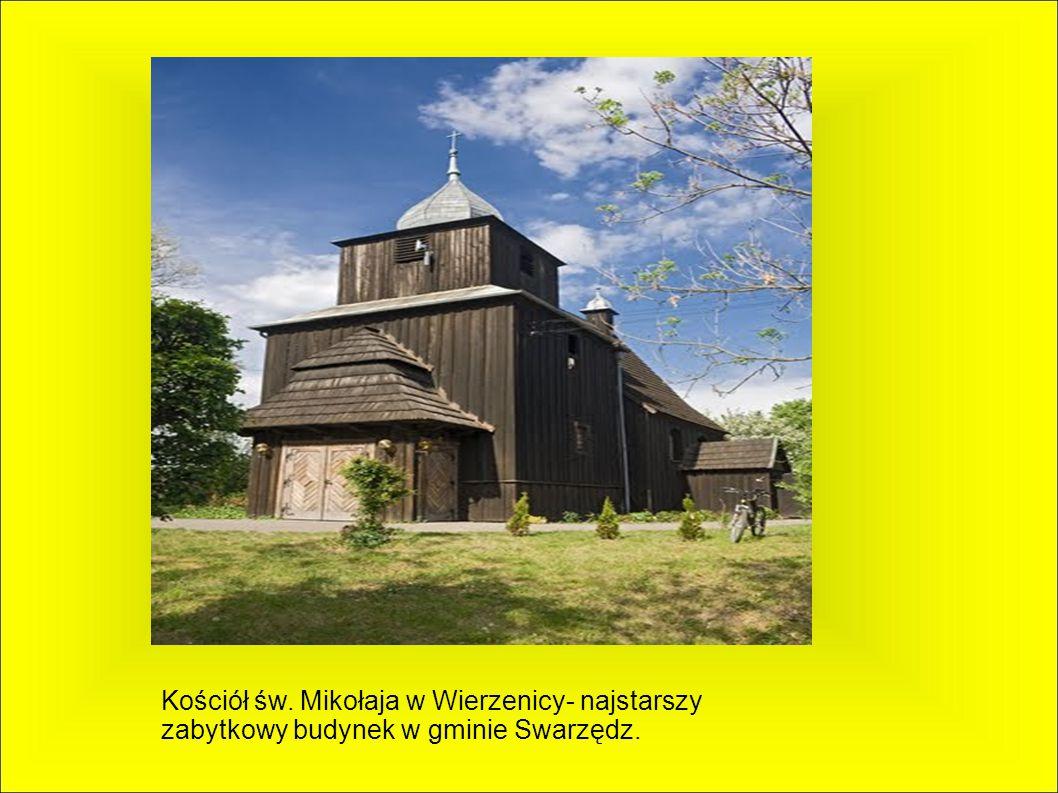 We wsi znajdują się zabytkowy drewniany kościół św.