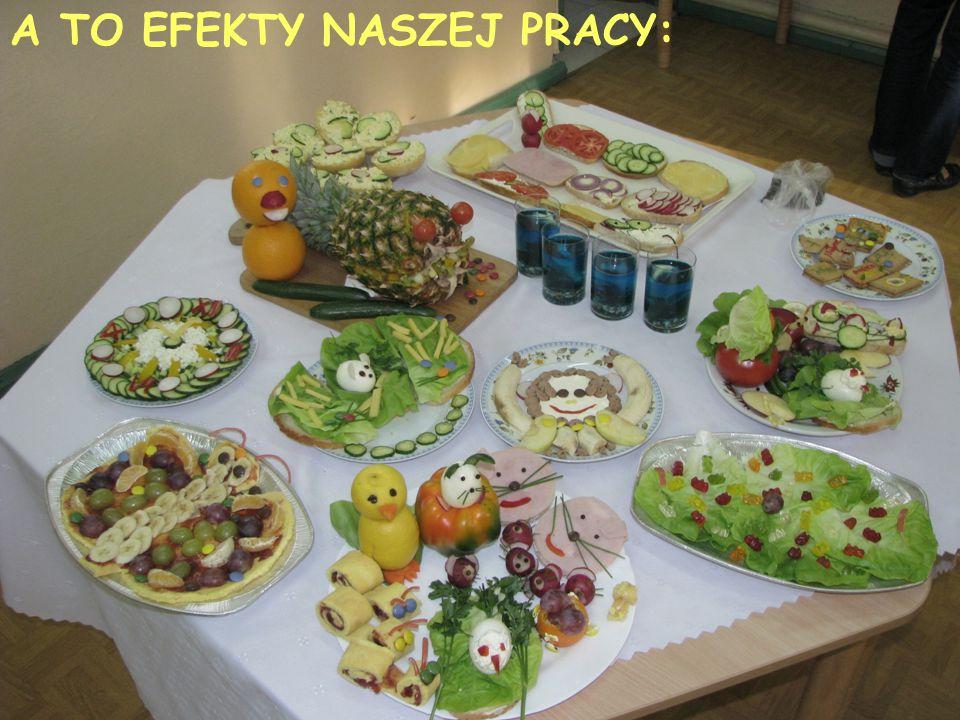 na słodko: ślimaki, motyl owocowy, bananowa małpka, sałatka owocowa w ananasowej rybie, akwarium w szklankach oraz herbatnikowe inicjały.