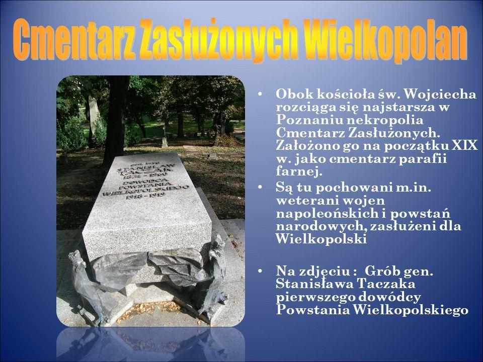 Obok kościoła św. Wojciecha rozciąga się najstarsza w Poznaniu nekropolia Cmentarz Zasłużonych. Założono go na początku XIX w. jako cmentarz parafii f