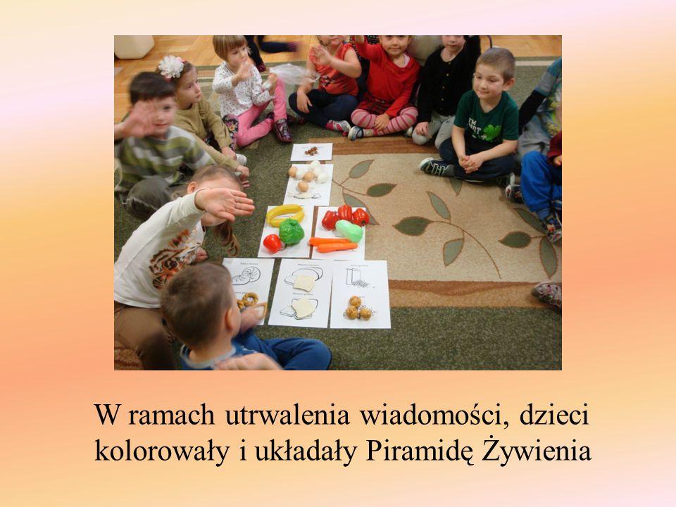 W ramach utrwalenia wiadomości, dzieci kolorowały i układały Piramidę Żywienia