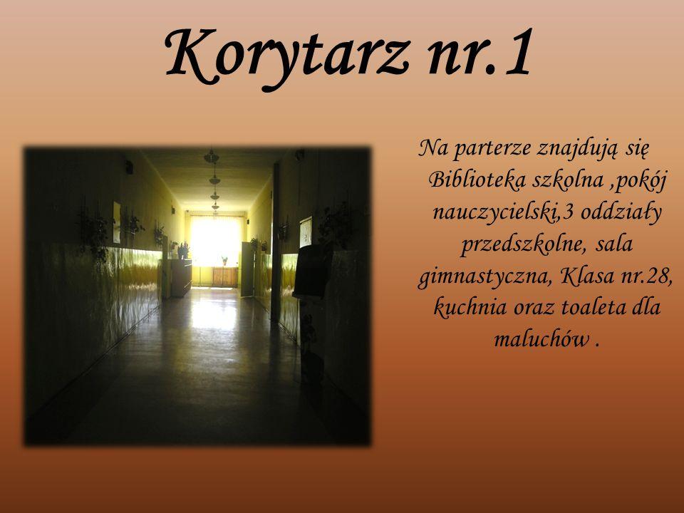 Korytarz nr.1 Na parterze znajdują się Biblioteka szkolna,pokój nauczycielski,3 oddziały przedszkolne, sala gimnastyczna, Klasa nr.28, kuchnia oraz to
