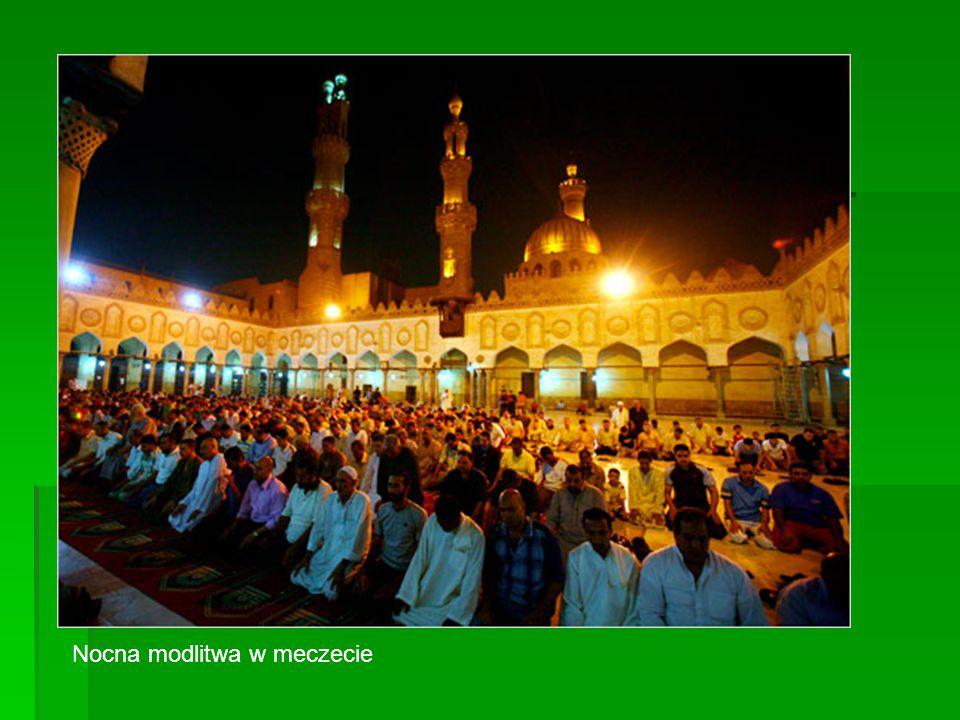 Nocna modlitwa w meczecie