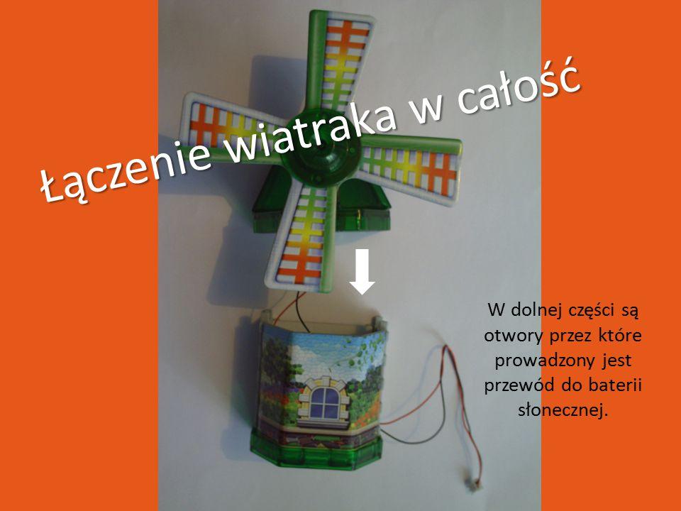 Łączenie wiatraka w całość W dolnej części są otwory przez które prowadzony jest przewód do baterii słonecznej.