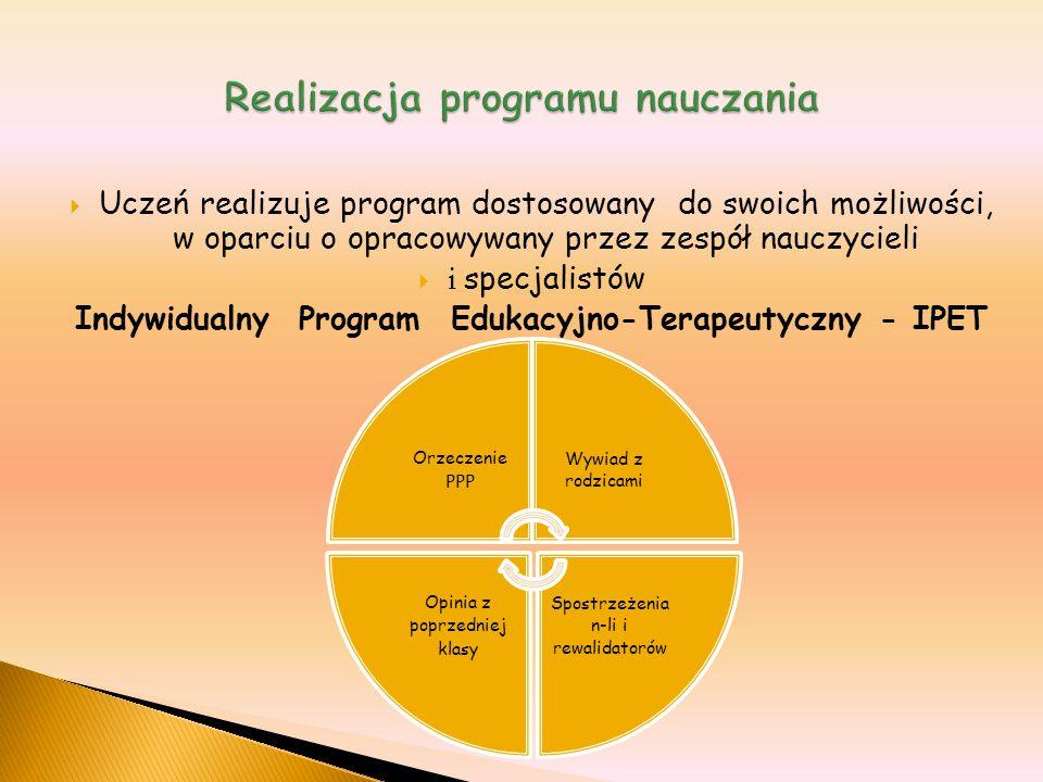  Uczeń realizuje program dostosowany do swoich możliwości, w oparciu o opracowywany przez zespół nauczycieli  i specjalistów Indywidualny Program Ed